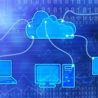 Un ordinateur, un ordinateur portable, une tablette, un téléphone cellulaire et une liseuse sont reliés par des fils lumineux à un nuage.