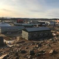 Une vue d'Iqaluit, au mois d'octobre.