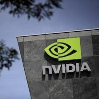 Le logo de Nvidia sur le mur d'un édifice.