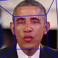 Deux images côte à côte du président Obama. Une d'entre elles est une version hypertruquée de son visage.