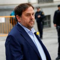 Oriol Junqueras marche dans la rue.