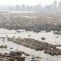 De nombreuses maisons inondées loin du centre-ville.