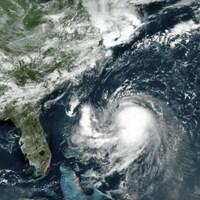 Photo satellite d'une spirale nuageuse au large de la Floride.