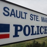 Pancarte du poste de police de Sault-Sainte-Marie