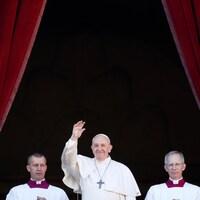 Le pape François du balcon du Vatican.