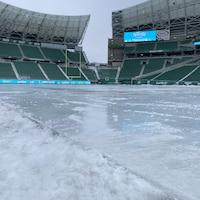 Une patinoire dans le stade Mosaic de Regina.