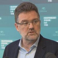 Le maire de Gatineau en point de presse.
