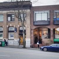 Des boutiques dans une rue de Vancouver.