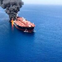 Un pétrolier après avoir été attaqué dans le golfe d'Oman