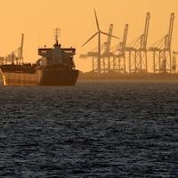 Un pétrolier au large du port de Marseille.