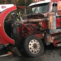 Le camion de Patrick Forgues à la suite de l'impact.