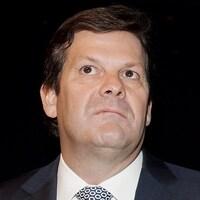 Pierre Beaudoin au micro d'une assemblée générale annuelle de Bombardier, en 2013.