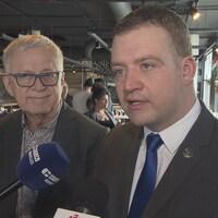Le député d'Orford Pierre Reid et le ministre Luc Fortin répondent aux questions des journalistes.
