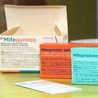 Différentes boîtes de pilules abortives.