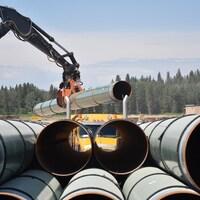 Des tuyaux sur un chantier de Trans Mountain à Edson, en Alberta.
