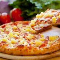 Une pizza hawaïenne
