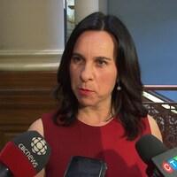 Valérie Plante lors d'une mêlée de presse à l'hôtel de ville de Montréal.