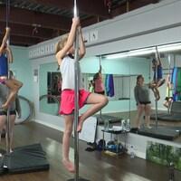 Des enfants dans un cours de «pole fitness» à Val-d'Or