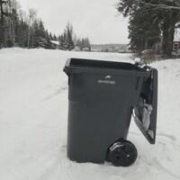 Une poubelle.