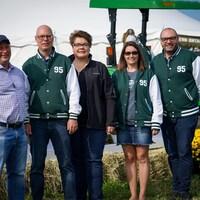 Cinq représentants du Collège Boréal au Concours international de labour à Nipissing Ouest.