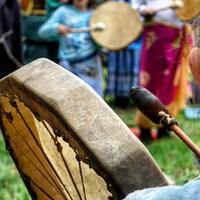 Des métis de l'Estrie se réunissent pour garder leur culture vivante.