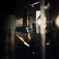 Un projecteur de cinéma.