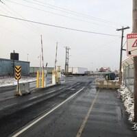Des barrières mécaniques ont été installées au quai de Shippagan