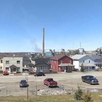 Un quartier résidentiel tout près d'une fonderie de cuivre.