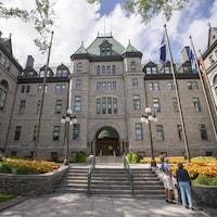 La façade de l'hôtel de ville de Québec.