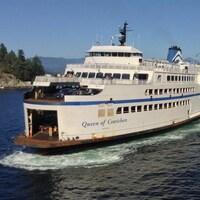 Le Queen of Cowichan de BC Ferries arrive à Horseshoe Bay
