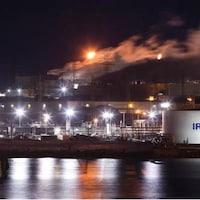 La raffinerie de nuit.