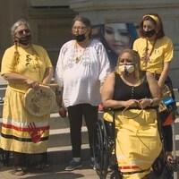 La mère de Chantel Moore participe à un rassemblement à Fredericton