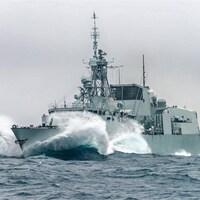 La frégate NCSM St.John's, classe Halifax, de la Marine royale canadienne