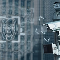 Une caméra de surveillance et des lignes représentant le visage d'une personne.