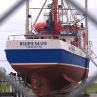 Une photo du bateau, le Régine Diane.