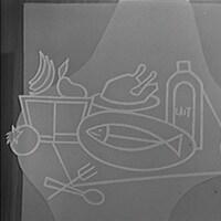 En noir et blanc, dessin représentant différents aliments : une corbeille de fruits, un poulet rôti, un poisson entier et une pinte de lait.