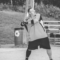 Rhéal Dionne joue au baseball.
