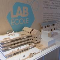 Maquette Lab École à leur bureau à Québec