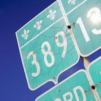 Un panneau de la route 389.