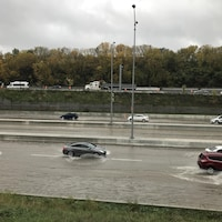L'autoroute 20 inondée.