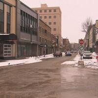 La rue Racine déserte.
