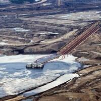 Une exploitation pétrolière près de Fort McMurray.