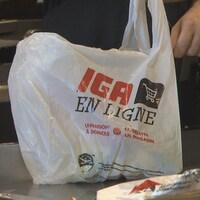 Un sacs de plastique.