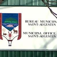 L'affiche des bureaux de la Municipalité de Saint-Augustin, en Basse-Côte-Nord