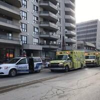 Des véhicules d'urgence déployés sur les lieux d'un drame.