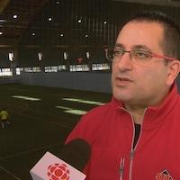 Samir Ghrib, entraîneur de l'équipe masculine de soccer du Rouge et Or