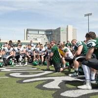 Andrea Eccleston s'adresse aux joueurs de l'Université de la Saskatchewan (archives.)