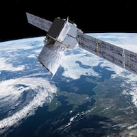 Un satellite survole l'Europe.