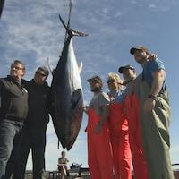 pêcheurs avec thon rouge