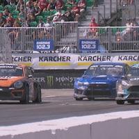 Des voitures de course sur la piste du Grand Prix de Trois-Rivières.